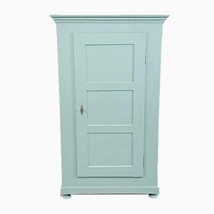 Armario antiguo de una puerta pintada en azul pastel