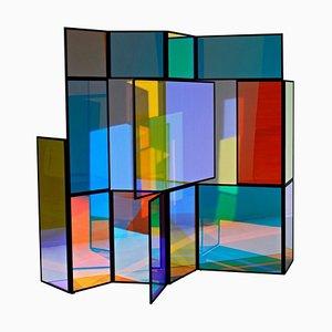 Divisorio pieghevole colorato in vetro dicroico di Camilla Richter