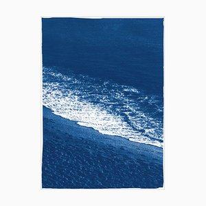 Sandy Shore mit Schaumstoff, nautischer Cyanotypie Druck auf Aquarellpapier, Strand Küste, 2021