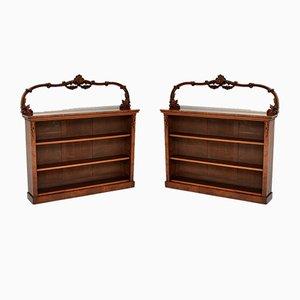 Librerías victorianas antiguas de madera nudosa de nogal. Juego de 2