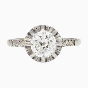 Anello con diamante solitario in oro bianco a 18 carati, inizio XX secolo