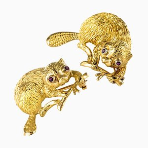 French Ruby and 18 Karat Yellow Gold Beavers Brooch, 1950s