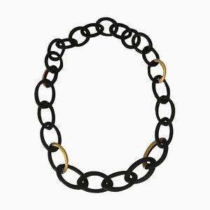 Collana lunga a forma di maglia in ebano dorato con foglia d'oro