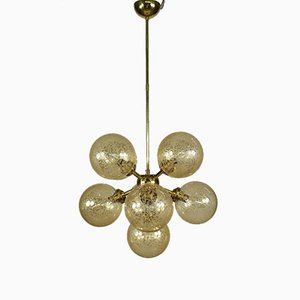 Mid-Century Messing & Bernsteinfarbene Glaskugel Kronleuchter / Sputnik Lampe