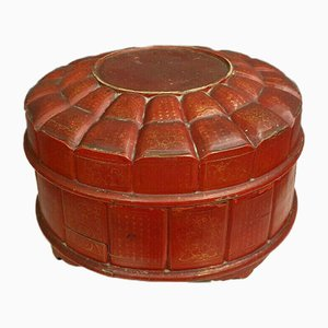 Chinese Compartmentalized Circular Box in Beijing Lacquer, 1900s