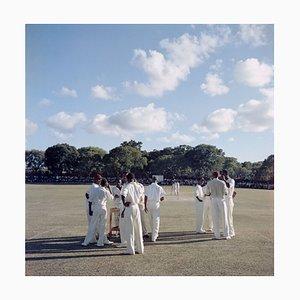 Cricket in Antigua Oversize C Druck in Schwarz eingefasst