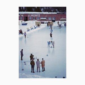 Impresión Curling at St. Moritz Oversize C con marco negro