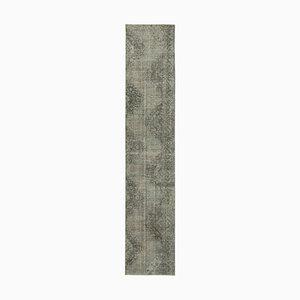 Alfombra de pasillo sobreteñida en gris