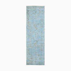 Alfombra de pasillo sobreteñida en azul