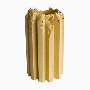 Recipiente en forma de cornisa en amarillo robusto de Studio Lenny Stöpp