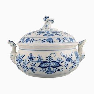 Antike Zwiebelschale aus handbemaltem Porzellan in Blau von Meissen