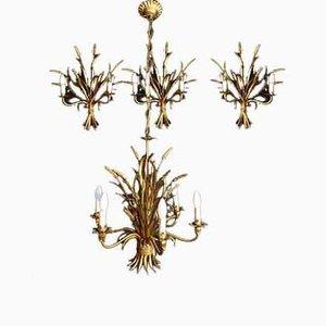 Lámpara de araña de hierro dorado y apliques de pared. Juego de 4
