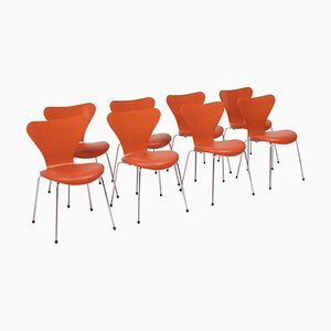 Sedie serie 7 in pelle arancione di Arne Jacobsen per Fritz Hansen, set di 8