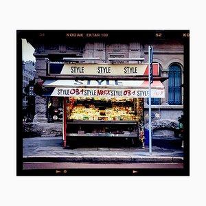 Zeitungsständer, Bronzetti, Mailand, Italienische Street Colour Photography, 2003, Orma