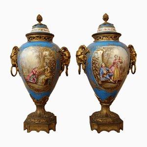 Jarrones Sèvres de porcelana y bronce dorado, década de 1800. Juego de 2