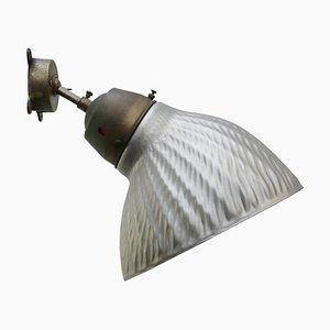 Vintage Industrie Wandlampe aus Messing, Gusseisen & Silberglas