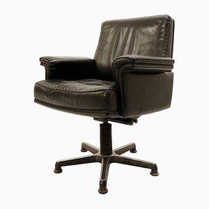 Sedia da scrivania girevole modello DS 35 in pelle nera di De Sede, anni '60