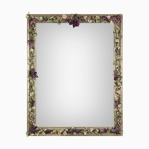 Specchio Tralcio di Uva vintage in porcellana e legno di Giulio Tucci