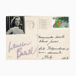 Postkarte mit eigenhändiger Unterschrift von Lauren Bacall - 1985
