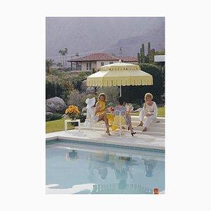 Nelda and Friends, Palm Springs, Slim Aarons, 20. Jahrhundert, Kaufmann Haus