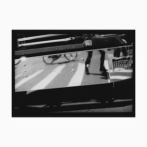 Untitled # 24 (Self Portrait on Truck) von New York, Photo in Schwarz & Weiß, 2017
