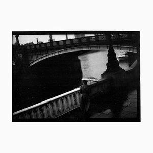 Untitled # 15, Woman Vauxhall Bridge von Eternal London, Giacomo Brunelli, 2013