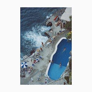 Pool an der Amalfi Küste, Slim Aarons, Poolside, 20th Century, Photograph