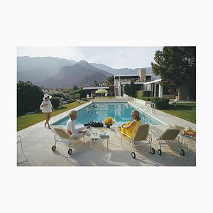 Catch Up am Pool, Slim Aarons, 20th Century, Poolside