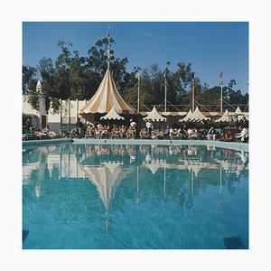 Beverly Hills Hotel Pool, Slim Aarons, 20. Jahrhundert, Fotografie