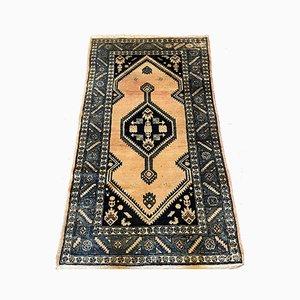 Orientalischer Teppich mit Blauer Dekoration