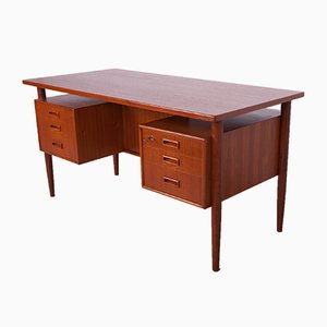 Freistehender Teak Schreibtisch von Arne Vodder, 1960er