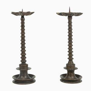 Candelabros de bronce con forma de bobina, siglo XIX. Juego de 2