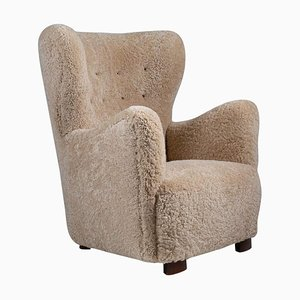 Skandinavischer Mid-Century Sessel mit Schafsfell