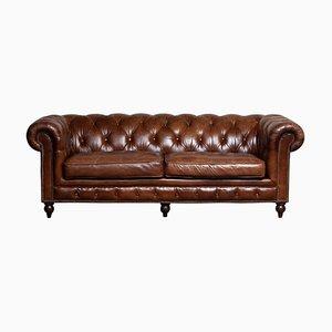 Sofá Chesterfield inglés de cuero marrón con botones, siglo XX