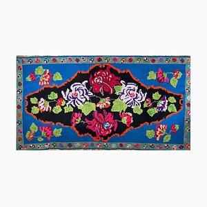 Blau gewebter rumänischer Teppich mit floralem Muster