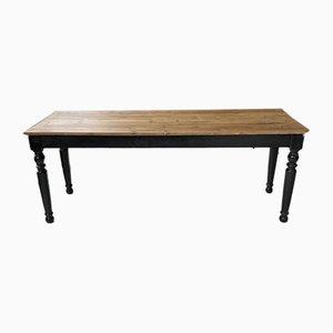 Antiker Tisch im Bistro-Stil