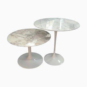 Gueridón Tulip de mármol con mesas nido de Eero Saarinen para Knoll International. Juego de 2
