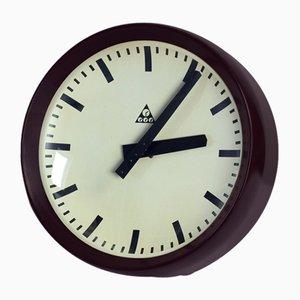 Reloj de pared checoslovaco de baquelita marrón de Pragotron, años 70
