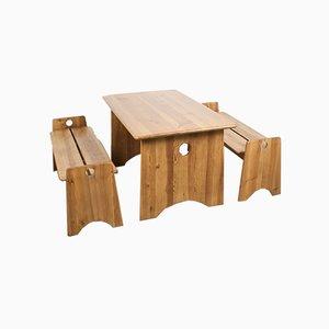 Bancos de comedor y mesa de comedor suecos de pino macizo de Gilbert Marklund para Furusnickarn AB, años 70. Juego de 3