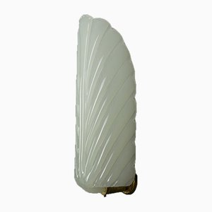 Weiße Art Deco Opalglas Wandlampe in Federform