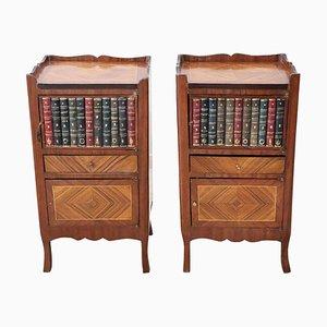 Mesitas de noche con libros tallados en madera, años 20. Juego de 2