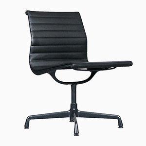 Sedia girevole modello EA 106 in pelle di Charles & Ray Eames per Vitra, 1996