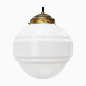 Lampada a sospensione Mid-Century in vetro opalino bianco con ripiano in ottone