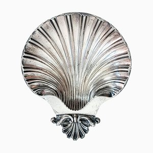 Piatto con conchiglie e piatto in argento