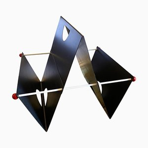 Revistero italiano de metal pintado de Ettore Sottsass, años 80
