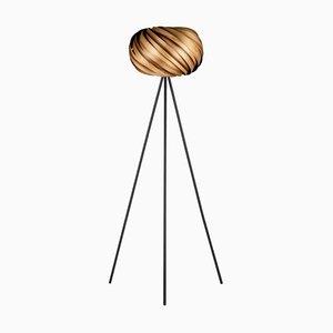 Quiescenta Dreibein Stehlampe aus satiniertem Nussholz von Gofurnit