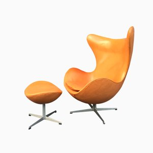 Pale Cognac Egg Chair and Ottoman by Arne Jacobsen for Fritz Hansen