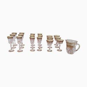 Bicchieri in cristallo e stoviglie color oro, anni '30, set di 25