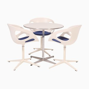 A622 Round White Table and Dining Chairs from Fritz Hansen, 1960s, Set of 3