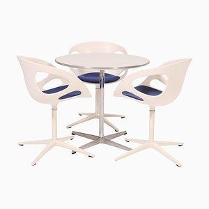 Table A622 Ronde Blanche et Chaises de Salon de Fritz Hansen, 1960s, Set de 3